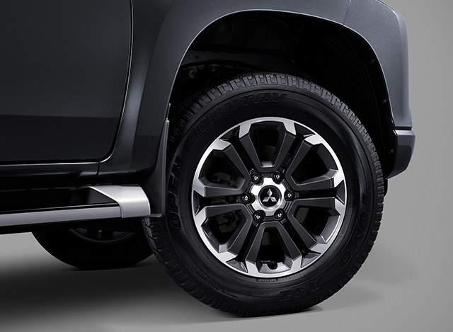 18 Alloy Wheels with Two-Tone style