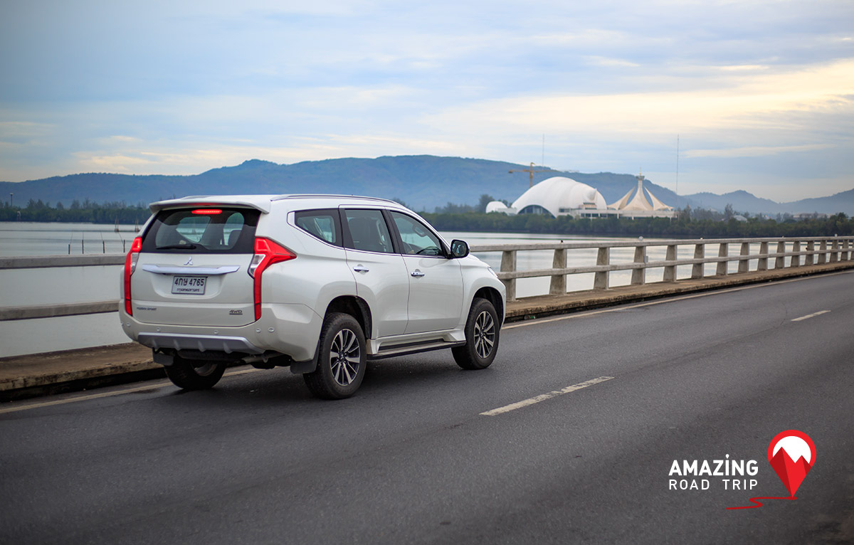 All New Mitsubishi Pajero Sport Cross the Longest Concrete Bridge in Thailand